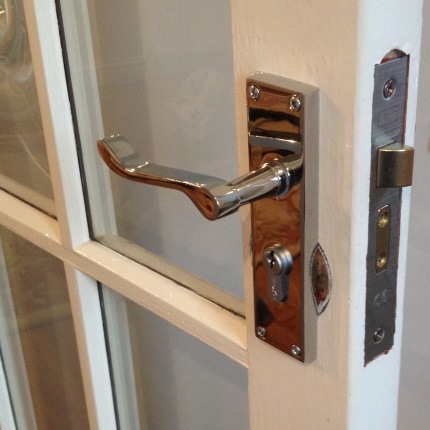 New door furniture fitted by the Lockwizard Locksmith Swindon